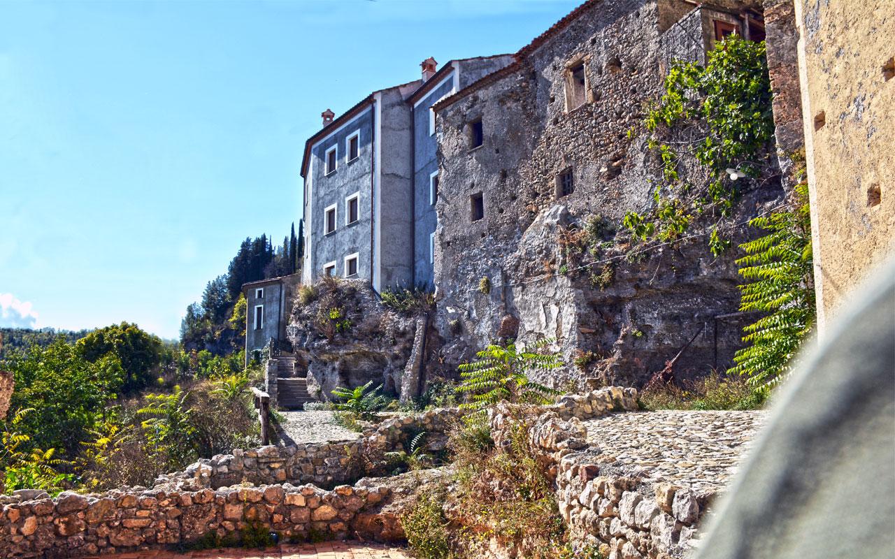 Laino Castello – Il paese abbandonato